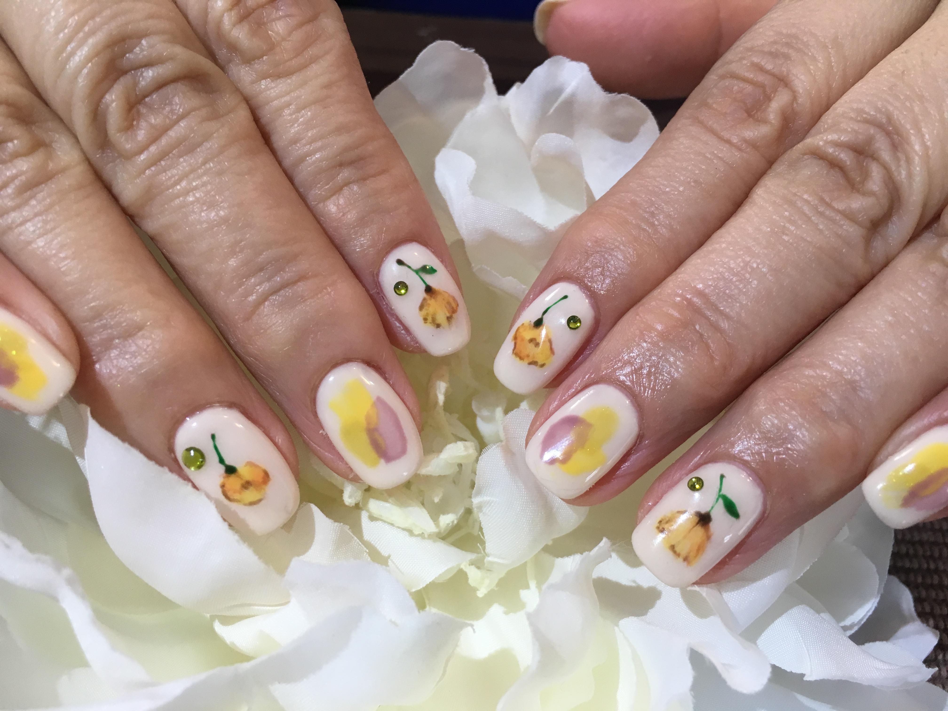 手描きのお花ネイル