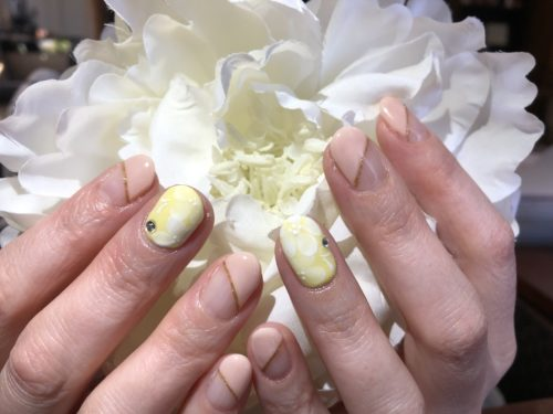 初めての黄色♪お花ネイル