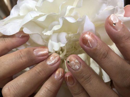 白花デザインは定番人気