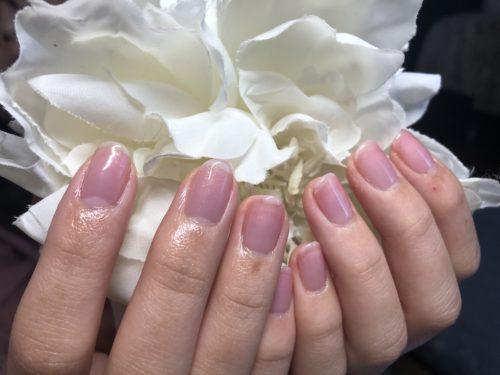 実は塗ってます!爪の補強に。