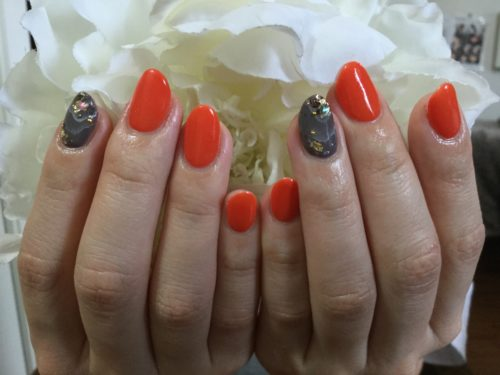 鮮やかなオレンジネイル