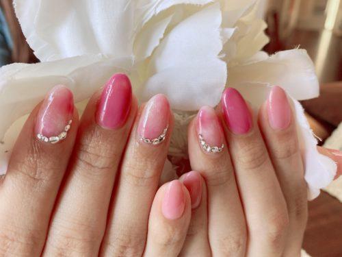 女子力高めのピンクネイル
